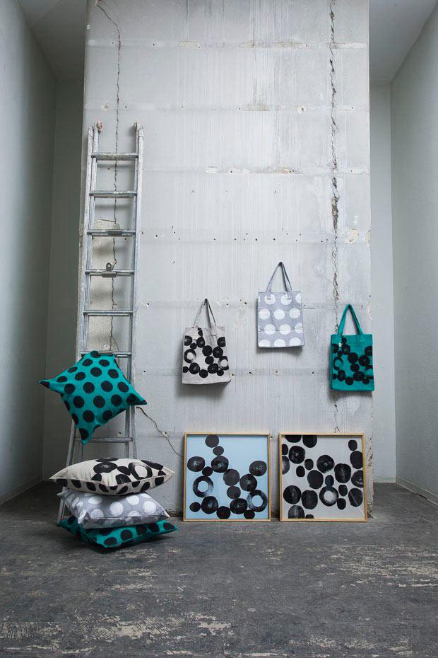 N10-Almohadones,-cuadros-y-bolsos-sobre-tejidos-naturales-de-ESTAMPAPAS.-(Foto-CasaVogueBrasil)