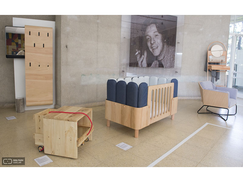 mobiliario uruguayo expuesto en fadu doble altura deco